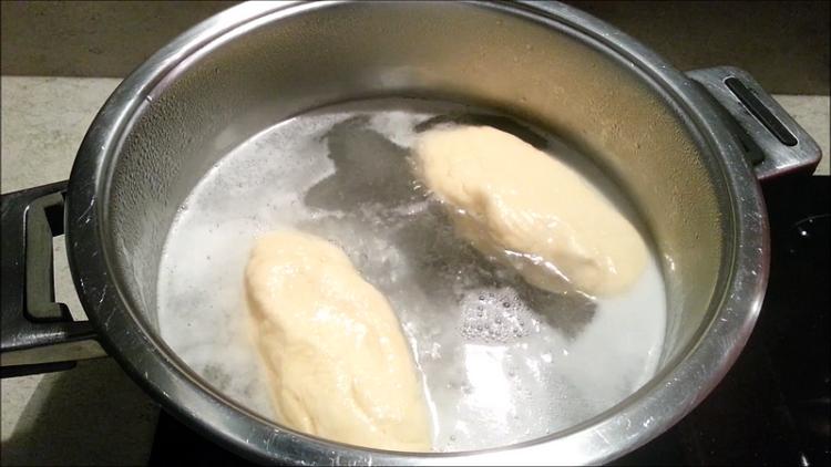 vaření kynutého knedlíku