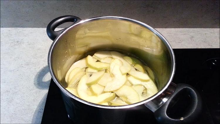 vaření jablek