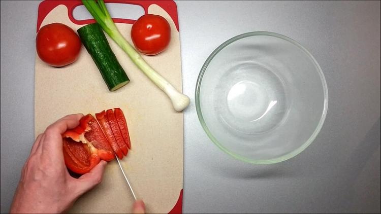 Krájení zeleniny na salát kousky